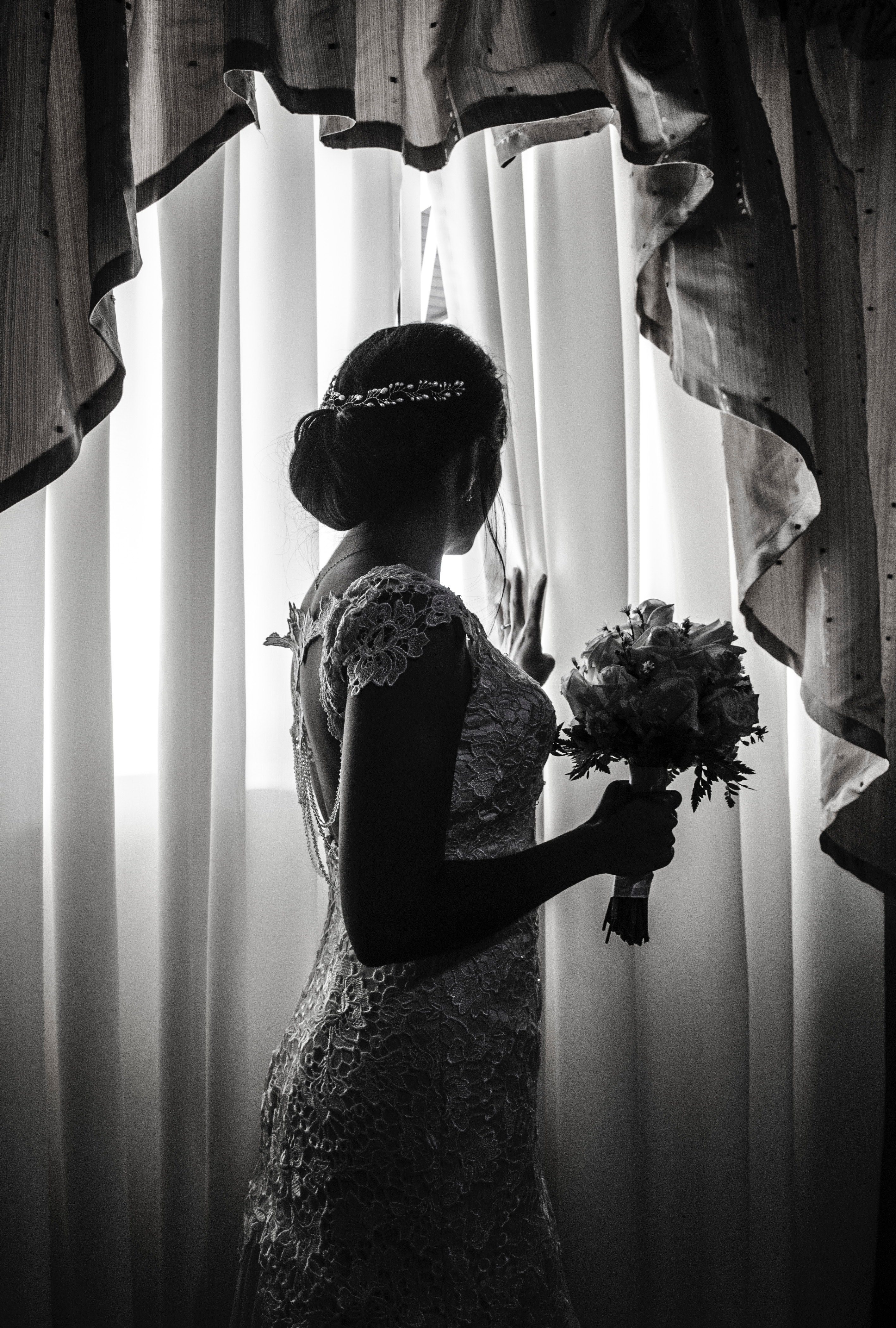 adult-black-and-white-bouquet-389663